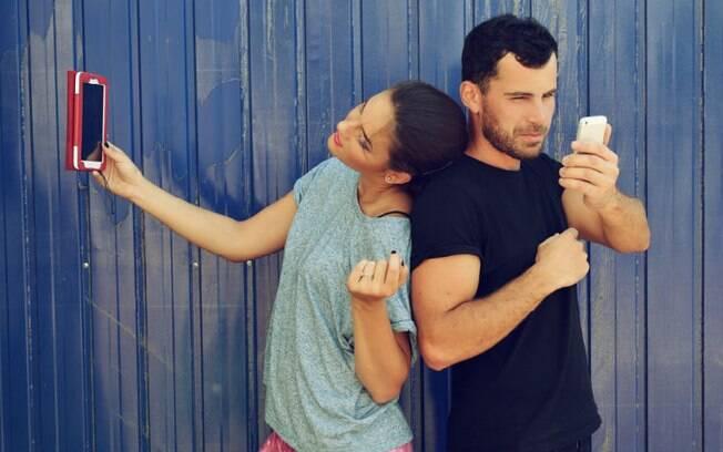 É preciso que os casais sejam críticos com relação à exposição de seus relacionamentos nas redes sociais