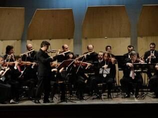 Orquestra Barroca. Regente Luís Otávio Santos e seus músicos são ponto alto do festival da cidade