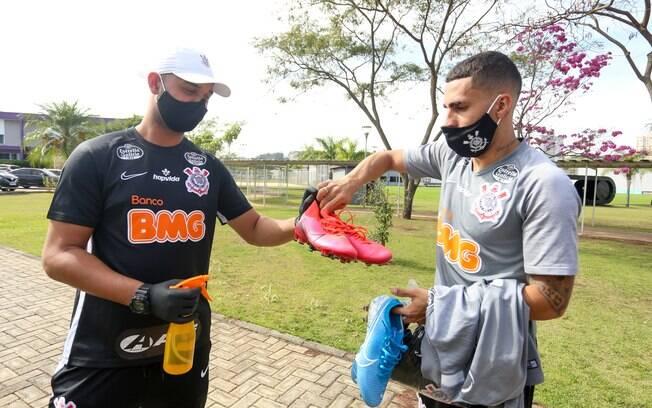 Elenco voltou a treinar no Corinthians