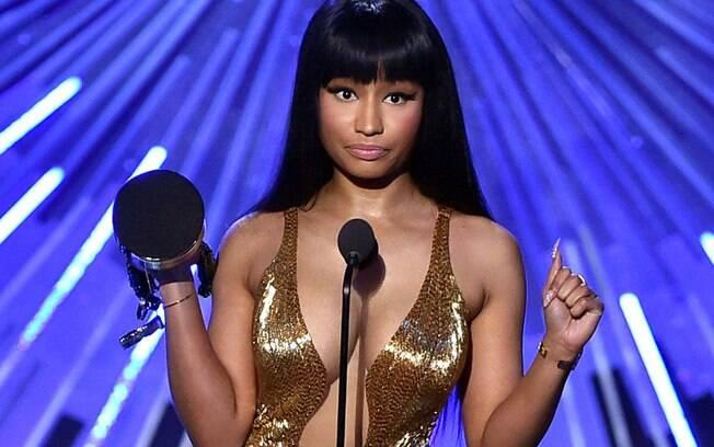 Nicki Minaj afronta Miley Cyrus ao receber prêmio
