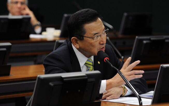 Suplente de Maluf, Junji Abe pode tomar posse ainda nesta terça-feira (20), mas nada é garantido