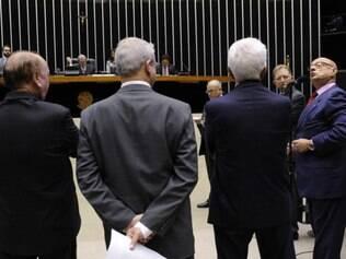 Sessão que estava programada para votar cassação de André Vargas foi cancelada em meio a discussão de parlamentares