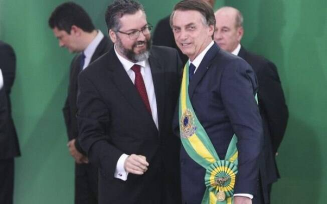 Bolsonaro e ministro das relações exteriores Ernesto Araujo