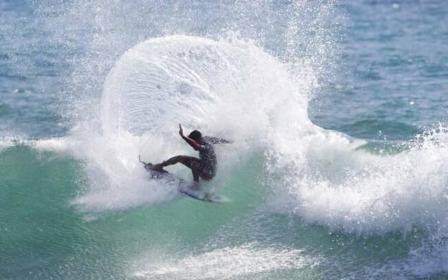 Filipe Toledo, brasileiro da elite do surfe, mora em San Clemente e treina em Trestles com frequência