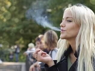 Fumo: elas são mais vulneráveis até mesmo após o ataque cardíaco
