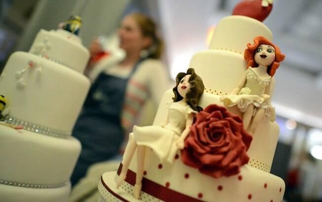 Pesquisa diz que um em cada cinco britânicos recusaria convite de um casamento gay