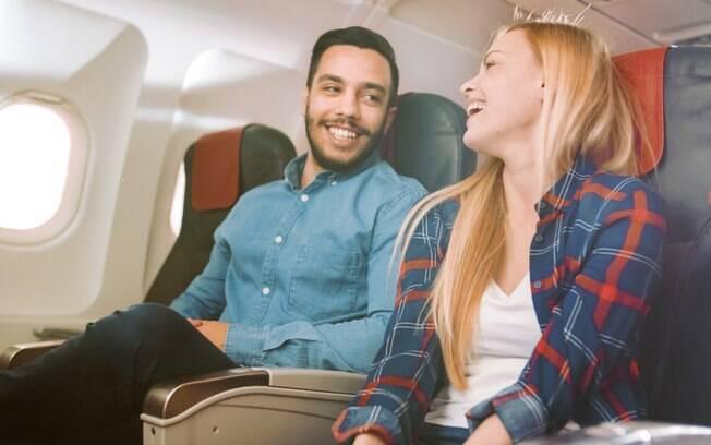 Pesquisa indica que é possível encontrar a alma gêmea no avião e isso acontece com um em casa 50 viajantes