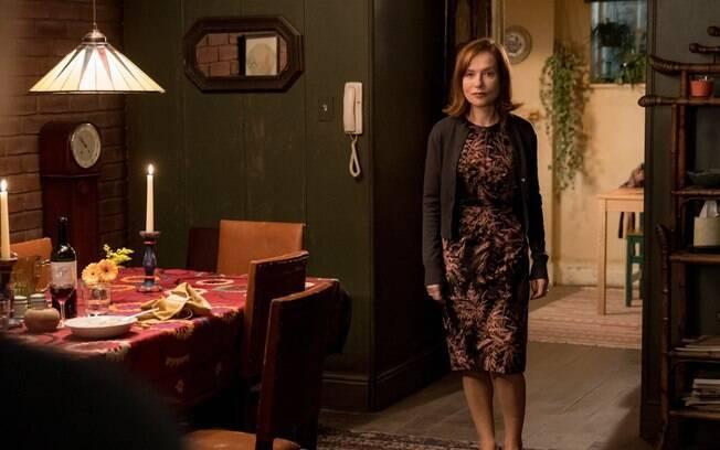 Isabelle Huppert como a viúva Greta em cena de Obsessão, que estreia nos cinemas brasileiros nesta quinta (13)