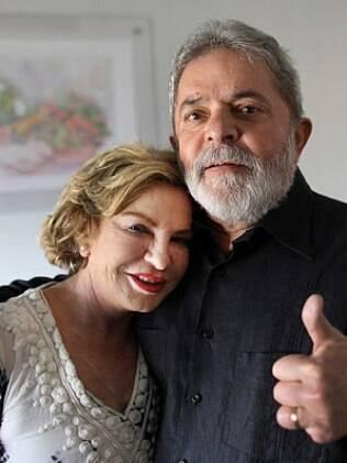 Lula, ao lado de sua mulher, Marisa: ex-presidente diz que não vê a hora de poder participar do