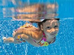 Produtos químicos usados na piscina podem desencadear alergias