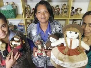 Oficinas de bonecas é uma das opções oferecidas pela instituição