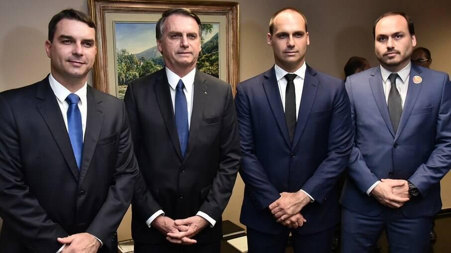 Jair Bolsonaro e o filho Carlos foram os únicos que ainda não se manifestaram sobre a morte de Major Olimpio