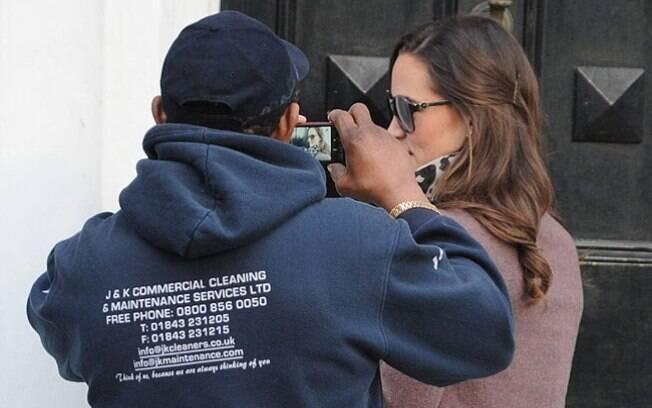 Pippa Middleton pe perseguida por fã nas ruas de Londres