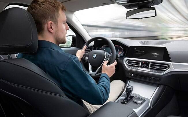Novo BMW Série 3 traz mais equipamentos, adequando-se à nova geração de tecnologia e conectividade da marca alemã