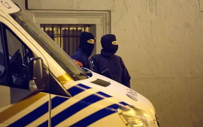 Bélgica prende 13 e mata 2 em operação contra terrorismo