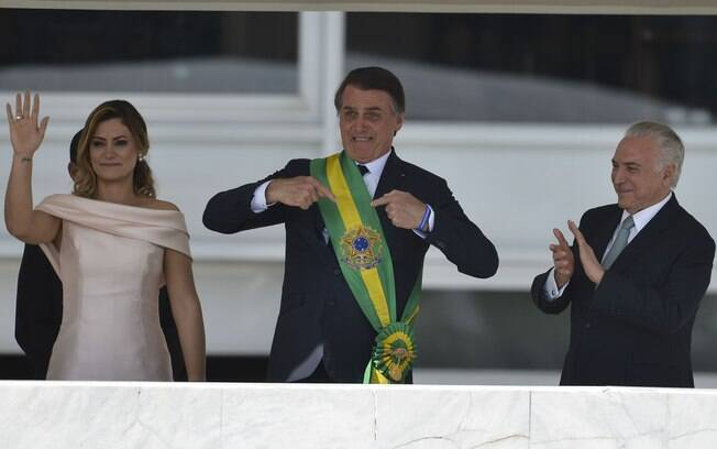 Jair Bolsonaro recebeu a faixa presidencial de Michel Temer no parlatório do Palácio do Planalto