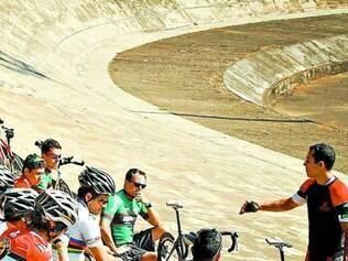 Ciclismo.  Diversos atletas participaram do encontro no velódromo