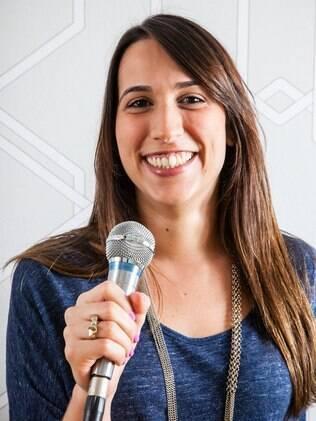 Julia não correu do microfone e fez uma apresentação de 40 minutos