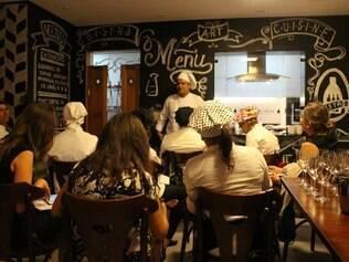 O Eloi Bistrô Art Cuisine funciona só de quarta-feira a sábado: as segundas e terças-feiras são dedicadas às aulas para pequenos grupos, em que o chef entrega os segredos das suas receitas