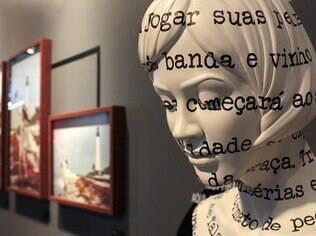 Exposição com livro-instalação de Fernanda Young fica até dia 18 de novembro no Museu da Imagem e do Som, em São Paulo