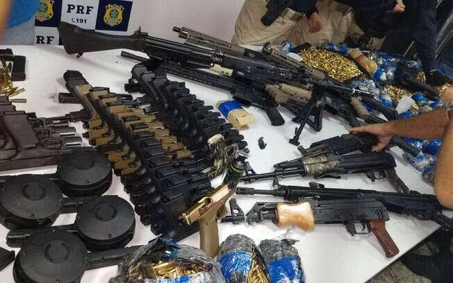 Material de guerra foi apreendido pelo Polícia Rodoviária Federal