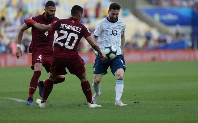 Messi em ação contra a Venezuela pela Copa América.
