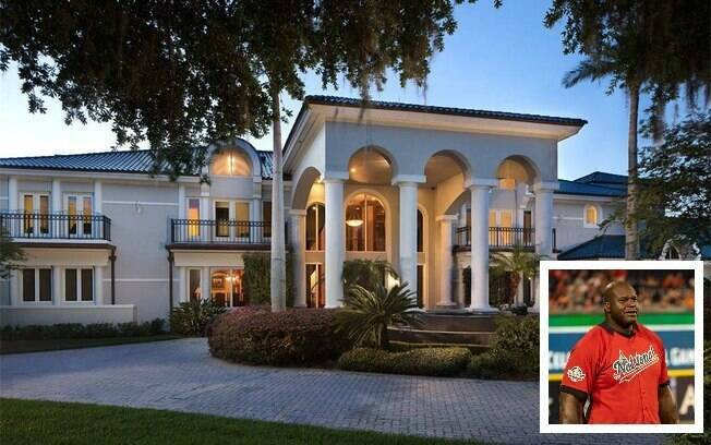 Mansões dos famosos: a de Shaquille O'Neal oferece a experiência de um resort, pois se localiza diante do Lago Butler