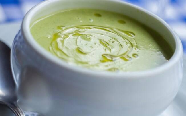 Foto da receita Sopa creme de aspargos pronta.