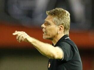 Coach Paulo Autuori of Brazil's Atletico Mineiro gestures during a Copa Libertadores game against Paraguay's Nacional in Ciudad del Este, Paraguay, Wednesday, March 12, 2014. (AP Photo/Jorge Saenz)