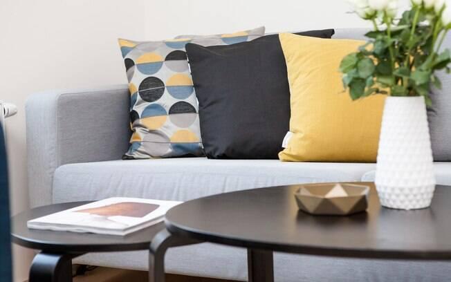 Para quebrar a monotonia da sala de estar, aposte em cores e misture estilos. O resultado pode surpreender e encantar