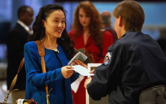 Boa apresentação e postura podem reduzir as chances de ficar barrado no aeroporto