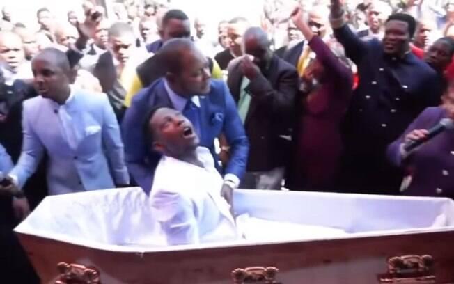 Vídeo de pastor fazendo 'morto' se levantar viralizou nas redes sociais