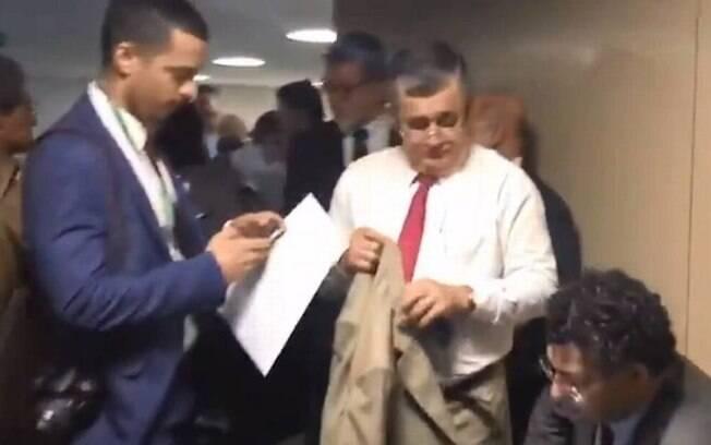 Deputados fazem fila à porta da CCJ da Câmara antes de audiência com Moro