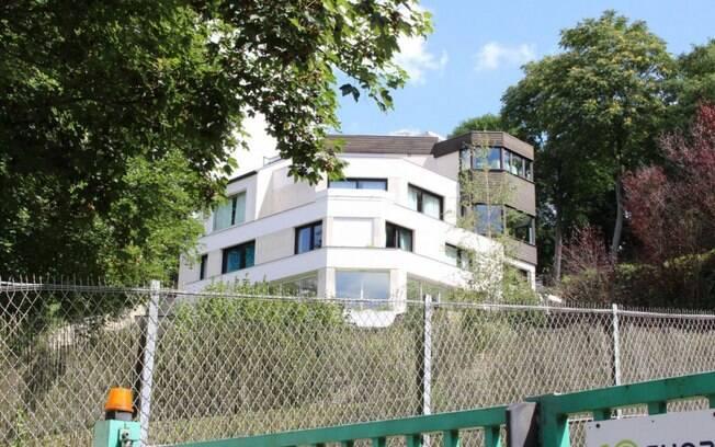 Neymar morava em uma mansão de cinco andares, mas, por questões de segurança, ele decidiu se mudar