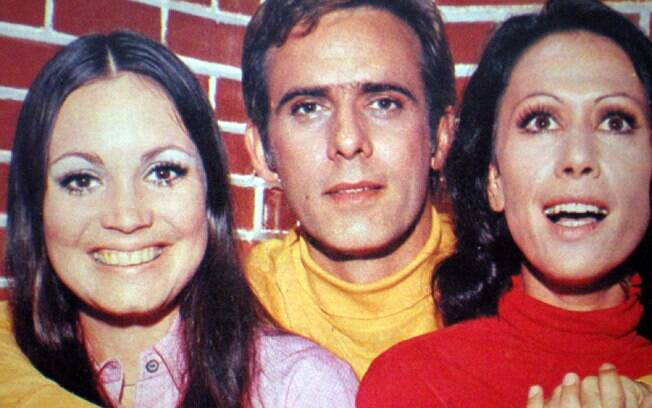A atriz ao lado de Francisco Cuoco e Dina Sfat em