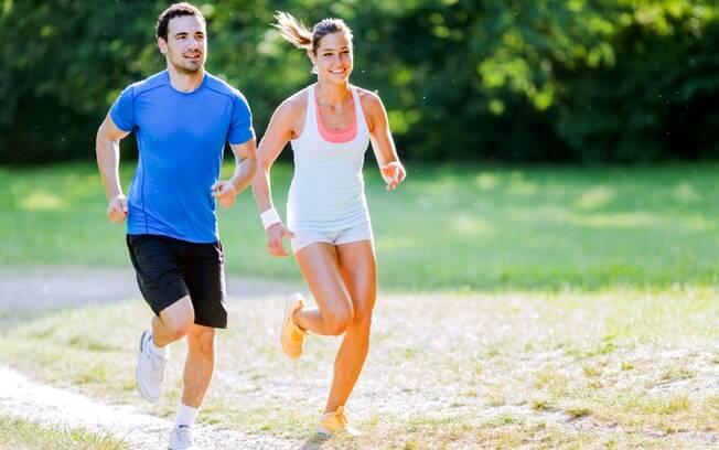Apostar nas passadas também tonifica a musculatura, pois durante a atividade grandes grupos musculares são utilizados. Foto: iStock