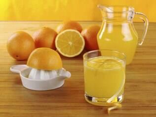 Pesquisa mostra que a melhor forma das frutas cítricas ajudarem na prevenção do AVC é consumí-las na forma de suco