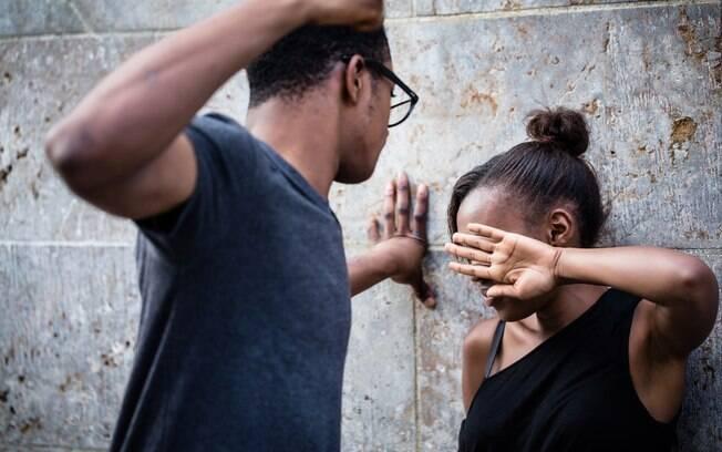 agressão a uma mulher