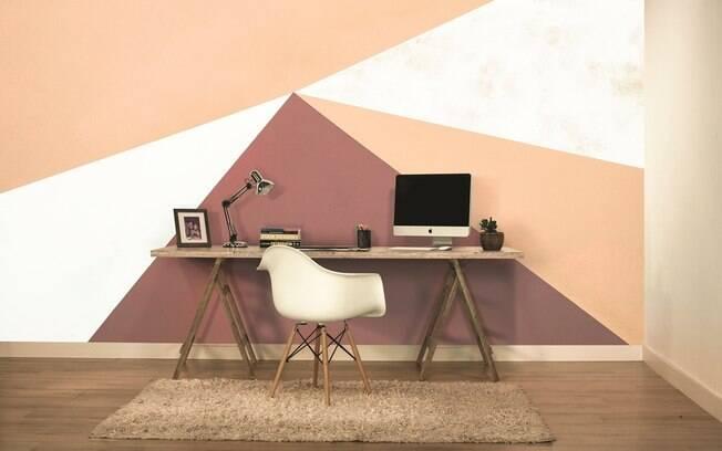 Escritório da imagem é exemplo de como a pintura geométrica pode mudar o visual e dar mais vida ao cômodo