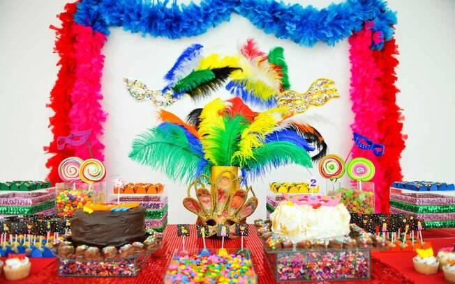 Para as crianças que fazem aniversário entre fim de fevereiro e começo de março, um dos hits é a decoração carnavalesca