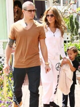 Jennifer Lopez com Casper e um de seus filhos