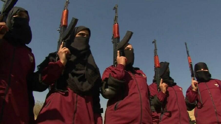 Foto ilustrativa. No país vizinho, o Paquistão, uma polícia feminina combate o talibã