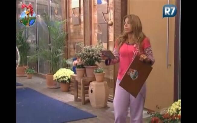 Raquel retira placa de interdição da casa sede