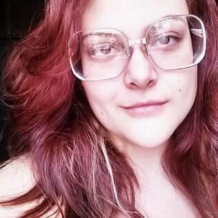 Raquel Fabbri com os cabelos vermelhos, antes de interpretar Bia