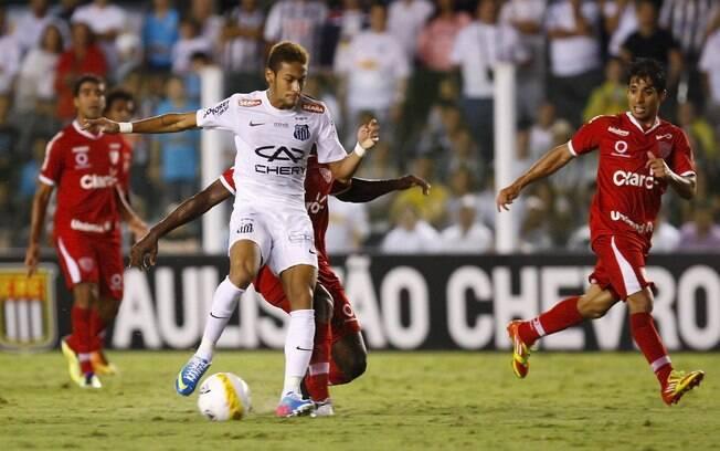 Neymar em ação contra o Mogi Mirim