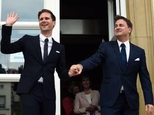 O primeiro-ministro de Luxemburgo, Xavier Bettel, liberal, casou nesta sexta-feira com seu parceiro, tornando-se o primeiro líder da União Europeia (UE)  a se unir legalmente com uma pessoa do mesmo sexo