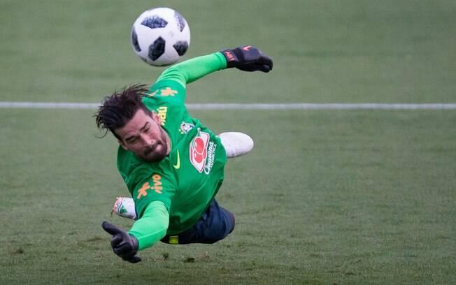 Alisson durante preparação para a Copa do Mundo. Boa fase despertou interesse de alguns clubes