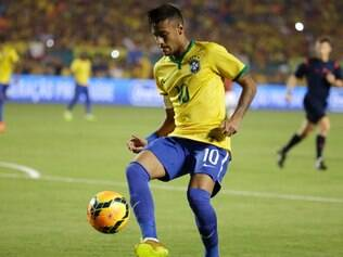 Brazil's Neymar controls the ball in the first half of an international friendly soccer match against Colombia, Friday, Sept. 5, 2014, in Miami Gardens, Fla. (AP Photo/Lynne Sladky)