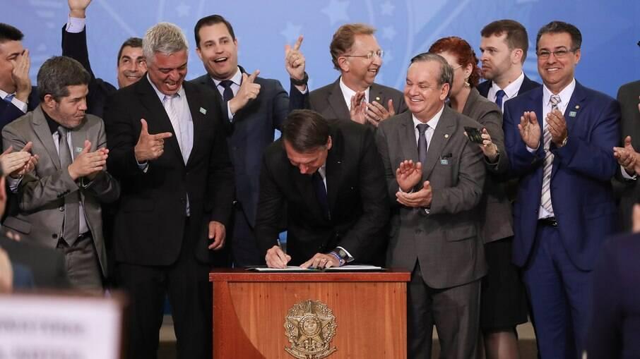 STF agenda data para analisar legalidade dos decretos das armas de Bolsonaro