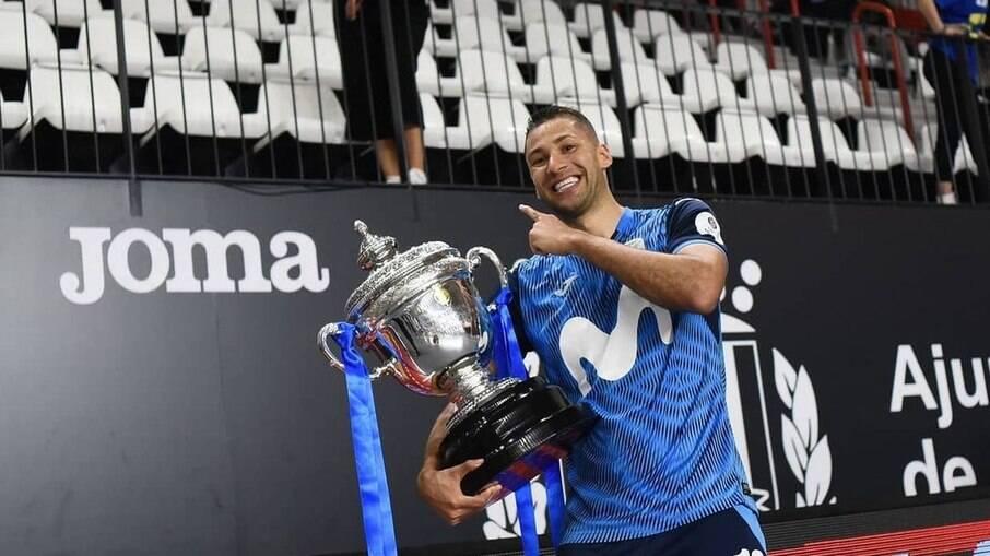 Pito conquista prêmio de melhor jogador da Liga Espanhola